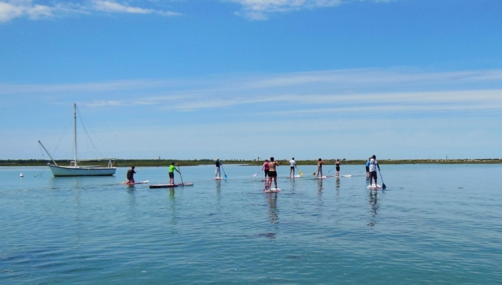 Groupe de stand up paddle.